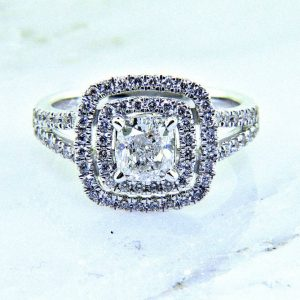 Ladies 18K Cushion Cut Diamond Enagagement Ring