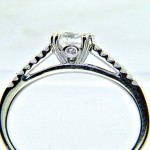 Ladies 18K Round Brilliant Diamond Enagagement Ring
