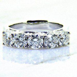 Ladies 18K Classic Diamond Anniversary