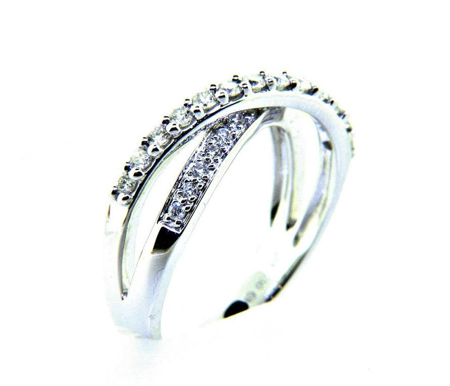 Ladies 18K Twist Diamond Anniversary