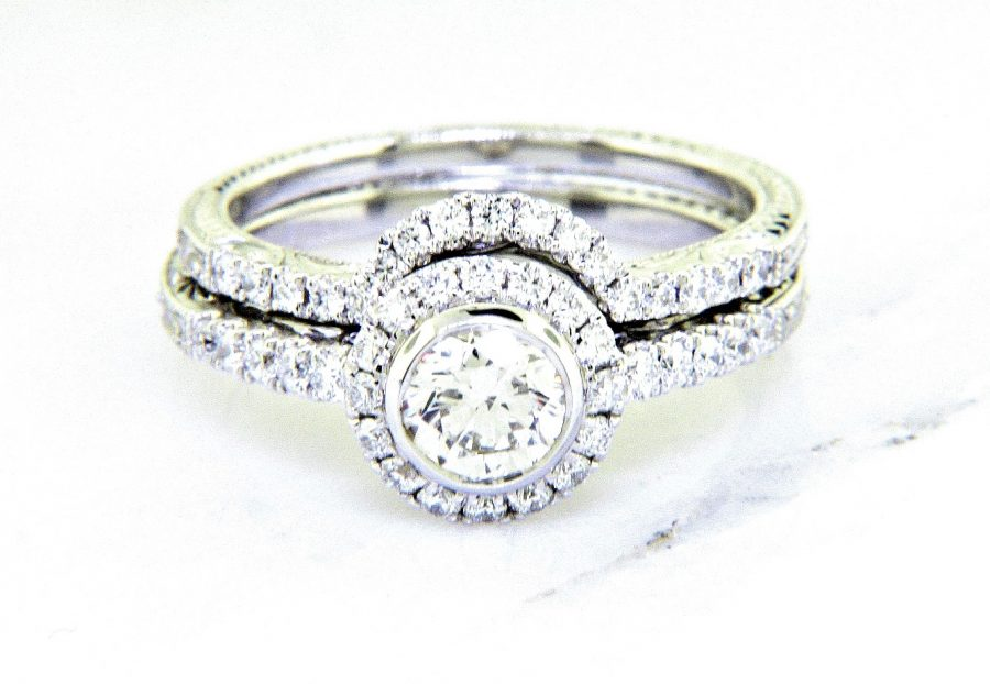 Ladies 18k Nouveau Estates Diamond Engagement Ring 1.08ctw.